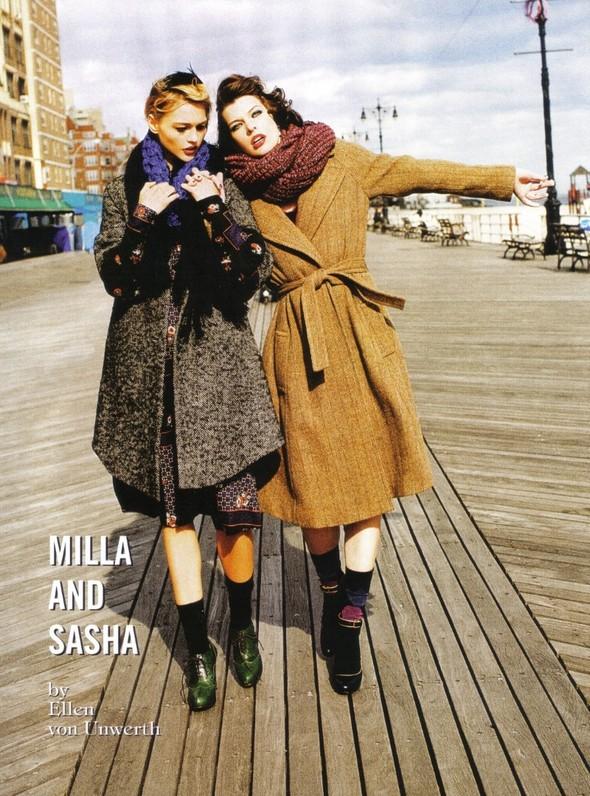 Архивная съёмка: Мила Йовович и Саша Пивоварова для Vogue, 2009. Изображение № 5.