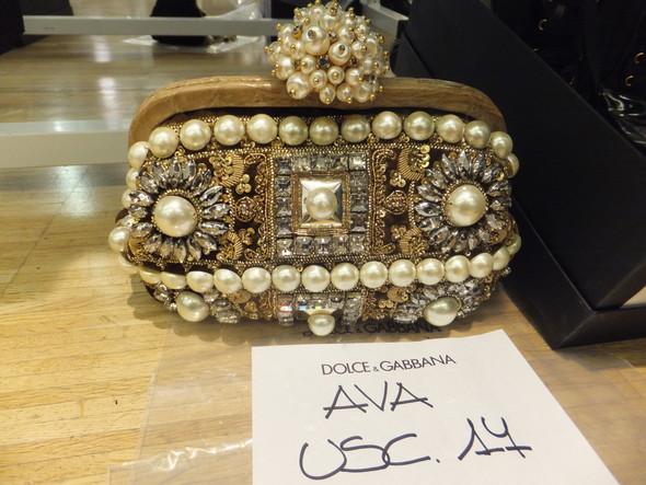 На бэкстейдже показа Dolce & Gabbana. Изображение № 24.