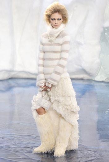 То ли большая, то ли малая медведица: Chanel fall 2010. Изображение № 9.