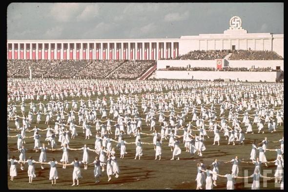 100 цветных фотографий третьего рейха. Изображение №54.
