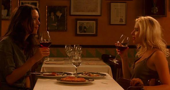 1. Els Quatre Gats Легендарный ресторан, который за свою стодвадцатилетнюю историю побывал баром, пабом, рестораном, кабаре и даже хостелом и где часто выпивал Пабло Пикассо и прочие модернисты. Здесь юные американки знакомятся с Хуаном Антонио — так что романтично настроенные туристы теперь часто просят посадить их за тот же столик.. Изображение №64.