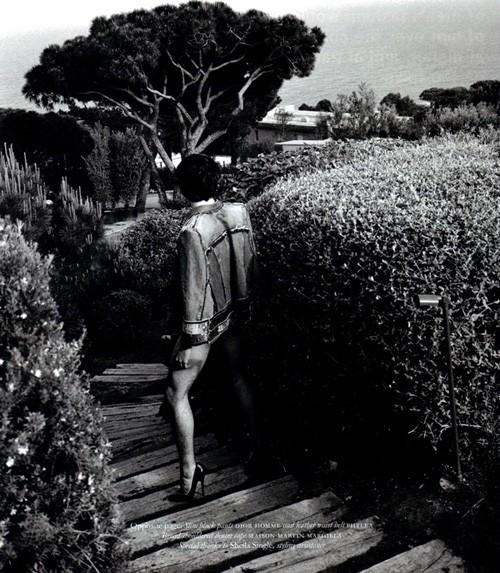 Мужская обнажёнка отКарла Лагерфельда. Изображение № 7.