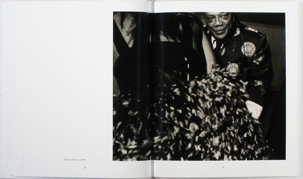 Клубная мания: 10 фотоальбомов о безумной ночной жизни . Изображение №62.