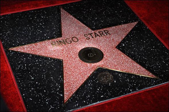 В 2010 году Ринго Старр получил звезду на Аллее славы Голливуда. Изображение № 2.