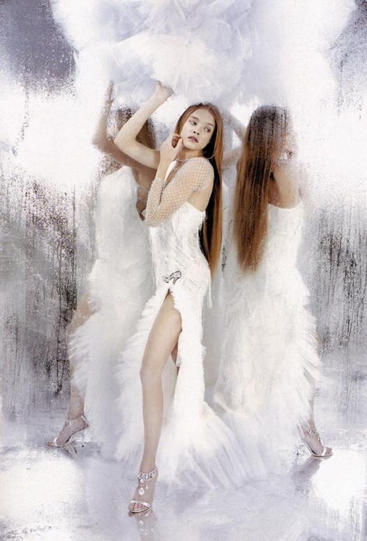 Архивная съёмка: Наталья Водянова в объективе Карла Лагерфельда, 2003. Изображение № 6.