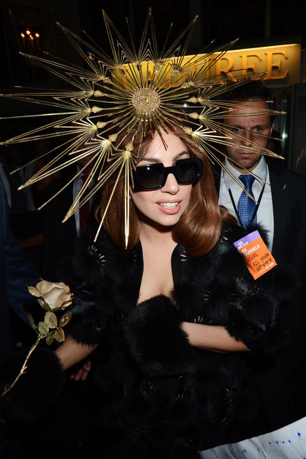 Леди Гага представила в Harrods духи FAME. Изображение № 20.