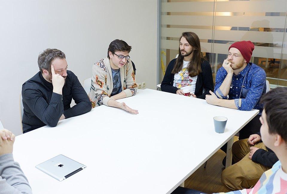 Пять взрослых мужчин устраивают драку с Пикачу, Марио и Соником. Изображение № 3.