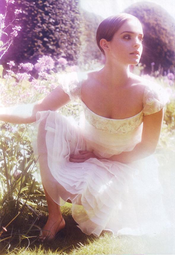 Съёмка: Эмма Уотсон в британском Harper's Bazaar. Изображение № 1.