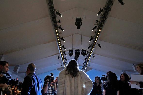 Изображение 11. Неделя моды в Нью Йорке: Бэкстэйдж.. Изображение № 11.