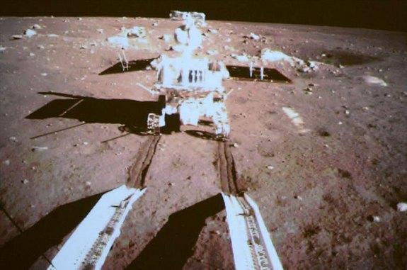 Китайский луноход прислал первые фотографии . Изображение № 1.