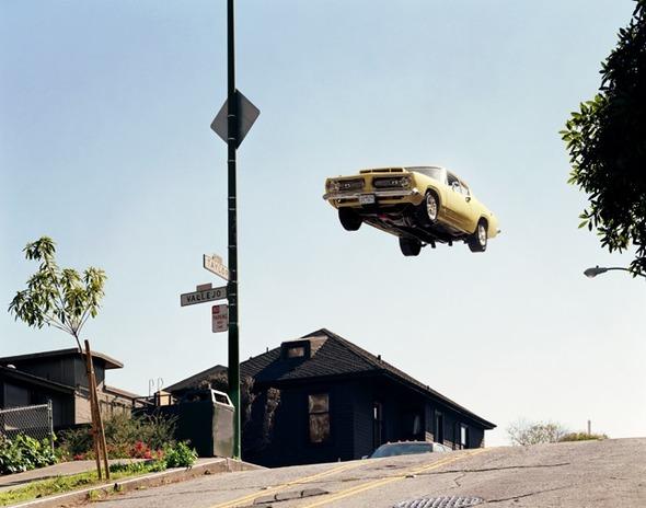 Ретро авто парят в воздухе. Изображение № 4.