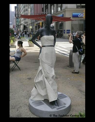Американские модельеры переодели манекенов в Нью-Йорке. Изображение № 12.
