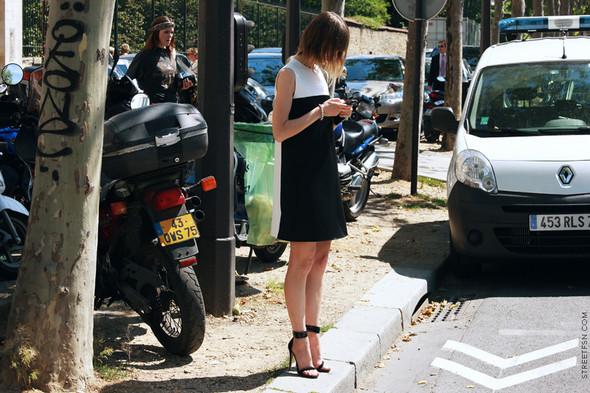 Уличный стиль на Неделе высокой моды в Париже. Изображение № 93.