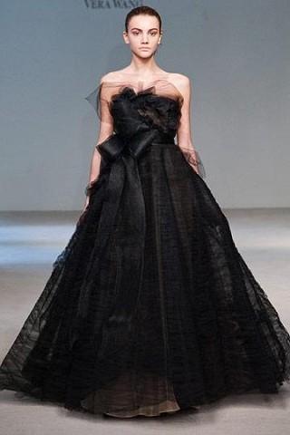"""""""Выбираем свадебное платье!"""" 93 идеи ведущих дизайнеров. Изображение № 26."""