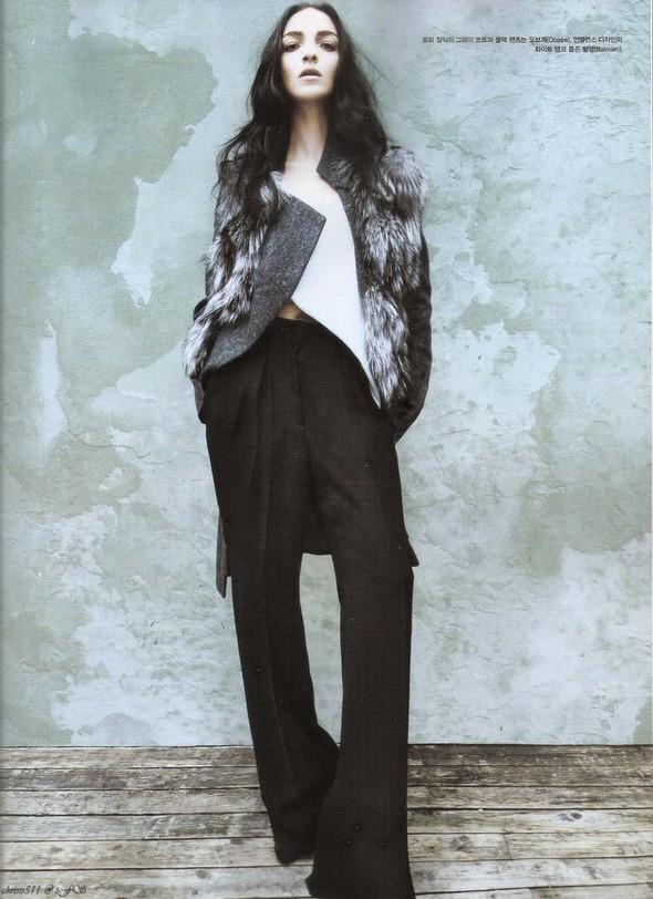 Съёмка: Мариакарла Босконо для корейского Vogue. Изображение № 9.