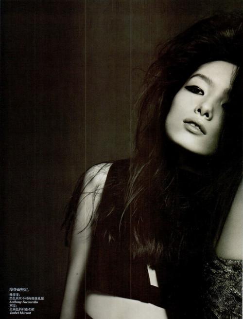 Фотосессия Лиу Вен и Фей Фей Сун для Vogue China. Изображение № 7.