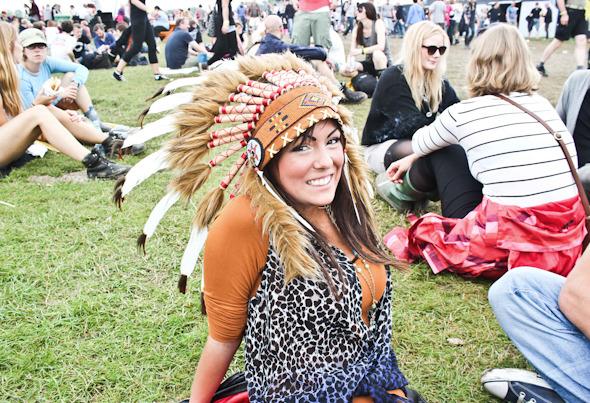 Индейские перья, фуражки и перстни: Люди на фестивале Roskilde. Изображение №45.