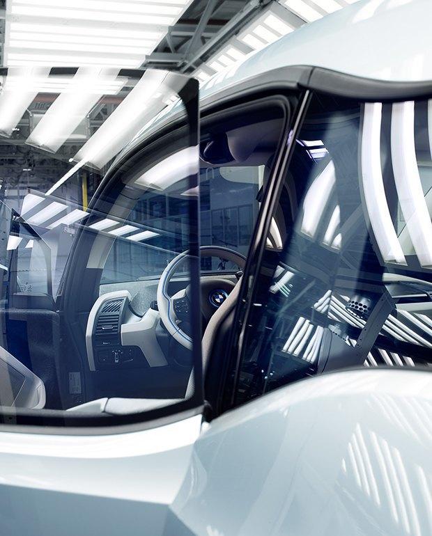 Фабрика BMW авторства Захи Хадид вызывает мурашки у роботов. Изображение № 2.