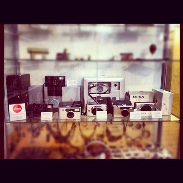 Компактные пленочные камеры LEICA в магазине Москвы.. Изображение № 1.