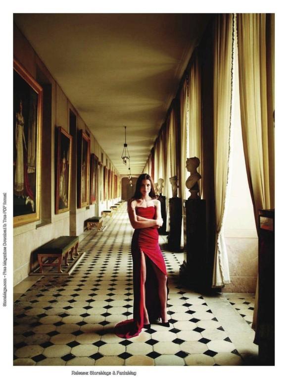 Для обложки сентябрьского номера французского Vogue снялась Шарлотта Казираги. Изображение № 3.