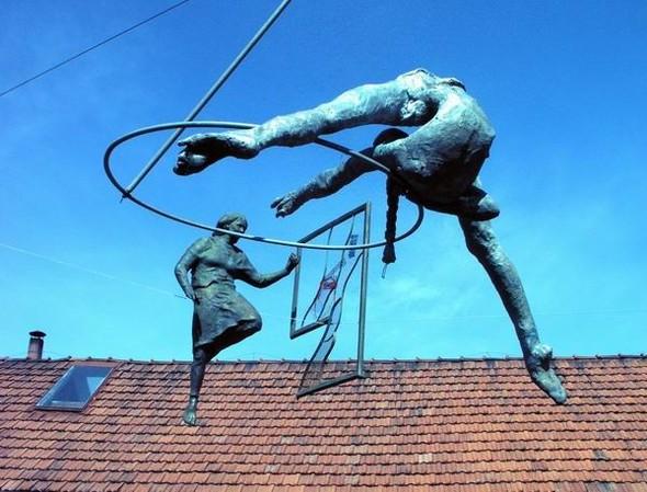 Скульптуры Джерзи Кедзиоры, парящие в воздухе. Изображение № 20.