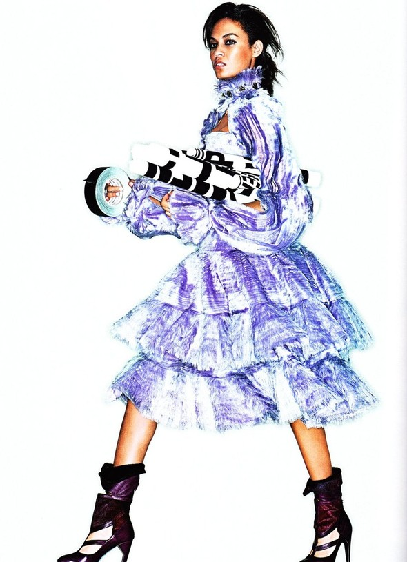Съёмка: Джоан Смоллс для Elle. Изображение № 9.