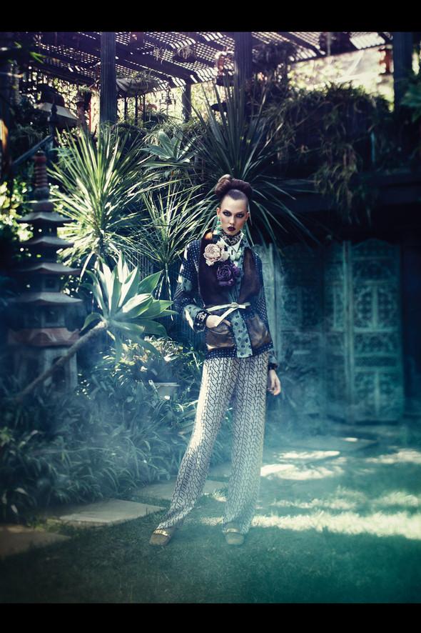 Съёмка: Карли Клосс для Vogue. Изображение № 2.