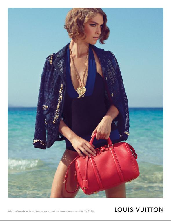 Кампания: Аризона Мьюз для Louis Vuitton. Изображение № 5.