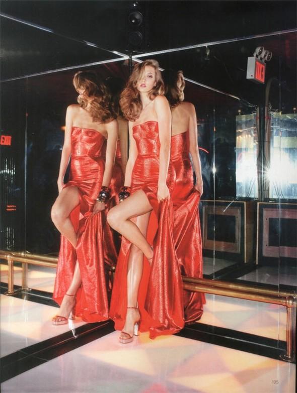 Съемка: Карли Клосс для британского Vogue. Изображение № 4.