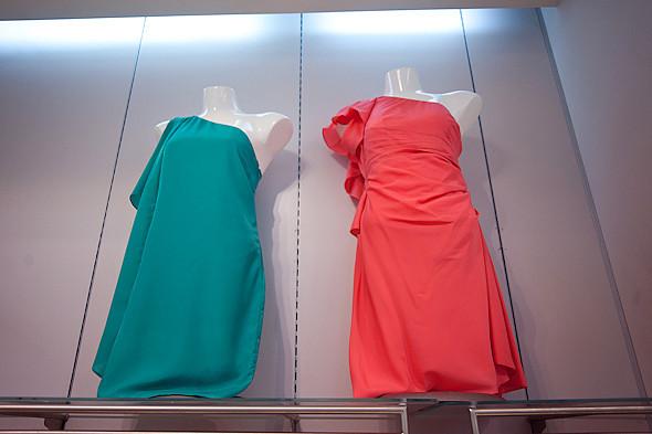 Цвет оптом: Яркие краски в магазинах. Изображение № 38.