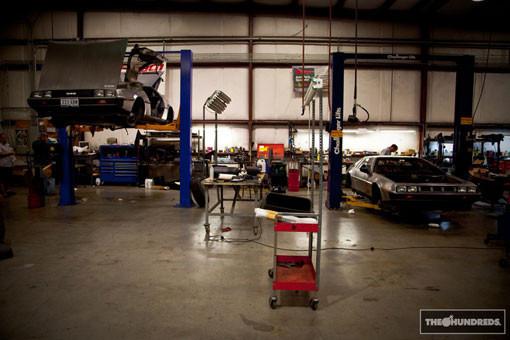 DeLorean. Автомобиль-легенда. Части 3 & 4. Изображение № 2.