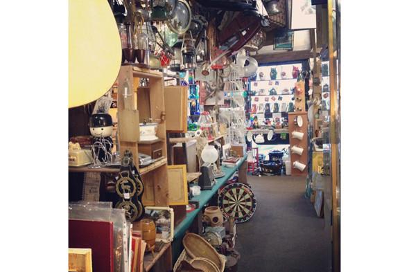Антикварные магазины. Изображение № 45.