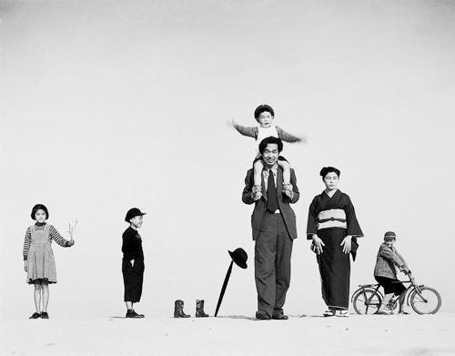 Еще восемь фотографов сюрреалистов. Изображение № 86.