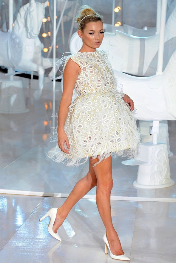 ТОП 10 белых платьев 2012 в коллекциях дизайнеров сезона весна-лето. Изображение № 7.