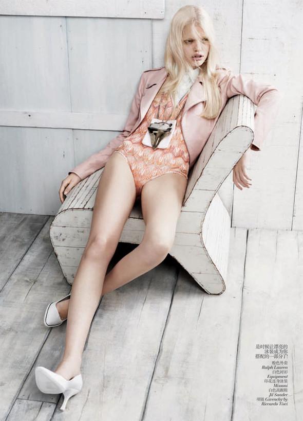 Съёмка: Дафне Гренвельд для Vogue. Изображение № 3.