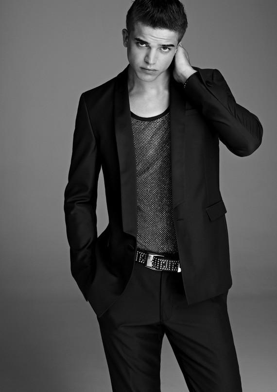 Лукбук, съёмка вещей и цены на мужскую коллекцию Versace для H&M. Изображение № 3.