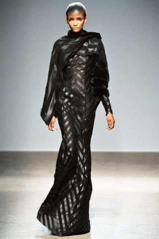 Back to black : Gareth Pugh и Victor&Rolf aw 2010-2011. Изображение № 20.