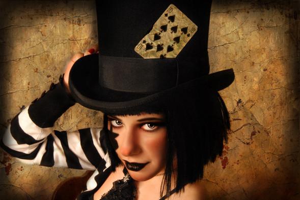 Ipek Yaylacioglu – сумасшедшая шляпница. Изображение № 13.