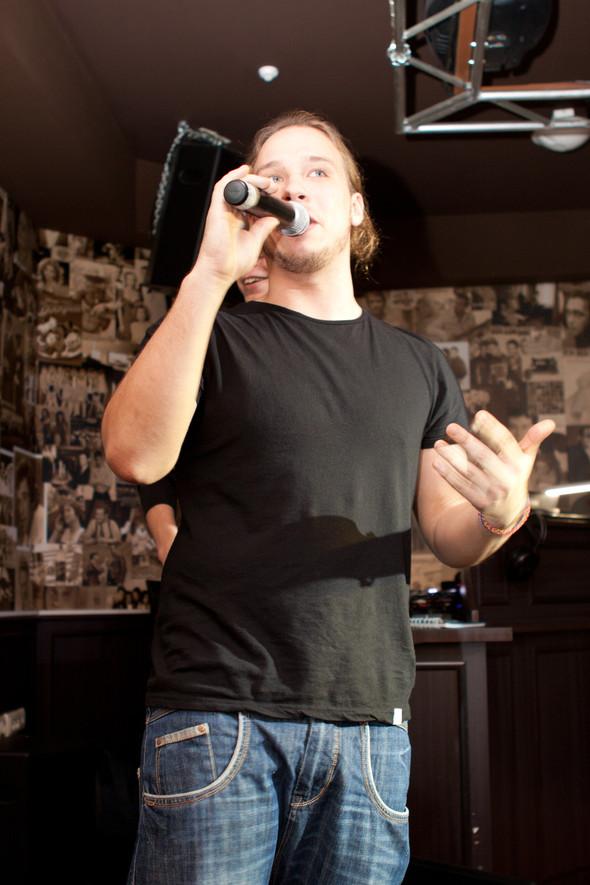 Презентация клипа группы Т9 «На расстоянии любви» в «Руки Вверх bar. Изображение № 15.
