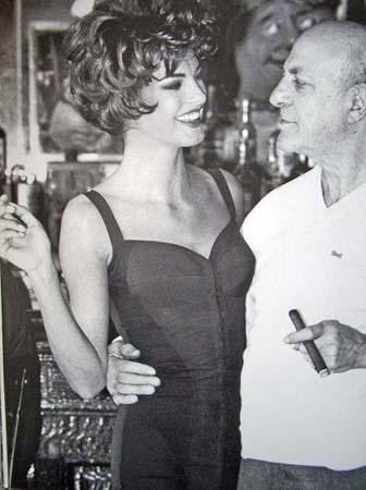Архивная съёмка: Линда Евангелиста и Тони Уорд для Dolce & Gabbana FW 1990. Изображение № 6.