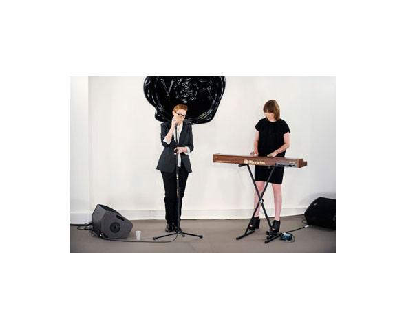 La Roux спела на показе Viktor & Rolf. Изображение № 11.