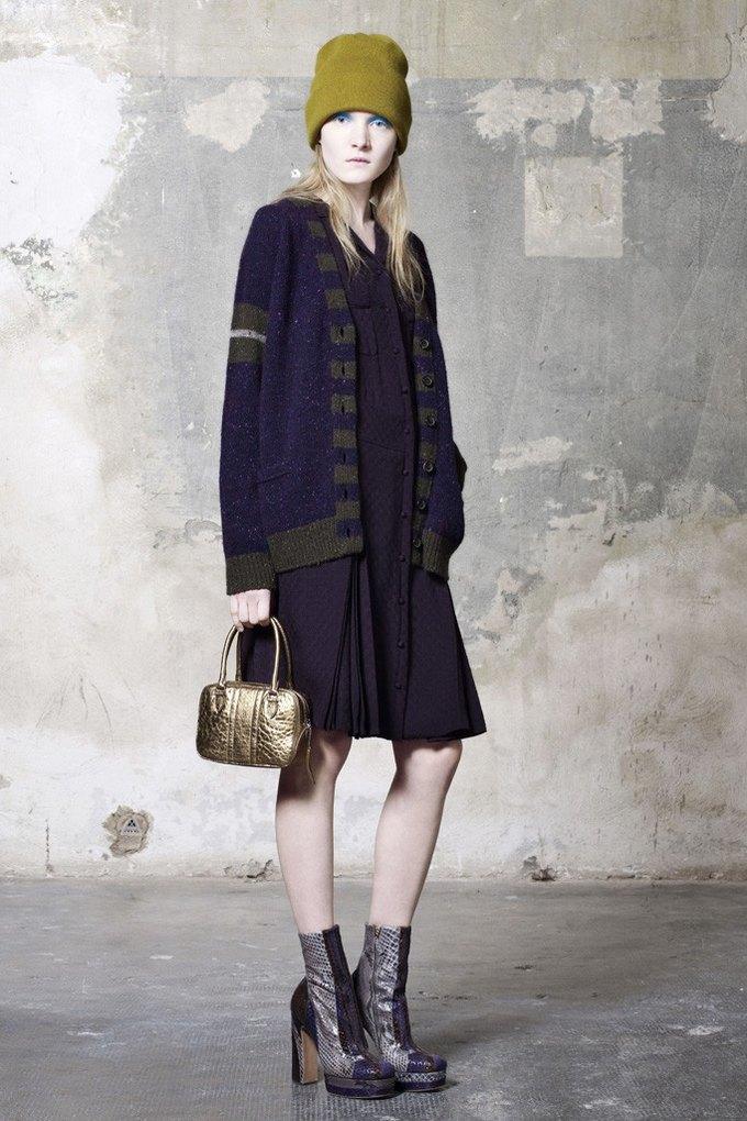 Вышли предосенние коллекции Alexander McQueen, Moschino и Valentino. Изображение № 19.