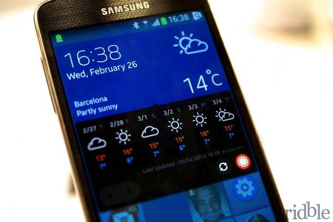 Смартфон Samsung на операционной системе Tizen на выставке Mobile World Congress 2014. Изображение № 1.