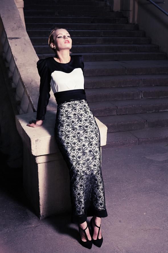 Платье в пол из искусственного шелка 4500 р. Платье-юбка из кружева 2500 р.. Изображение № 7.