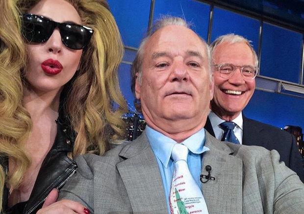 Селфи Билла Мюррея с Леди Гагой и Дэвидом Леттерманом на одном из последних шоу. Изображение № 1.