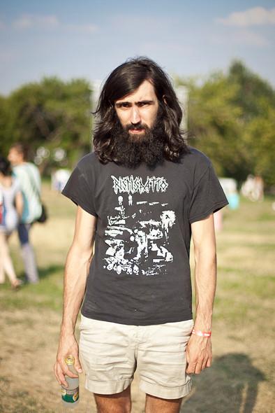 Изображение 6. Люди в футболках музыкальных групп на Пикнике «Афиши».. Изображение № 1.