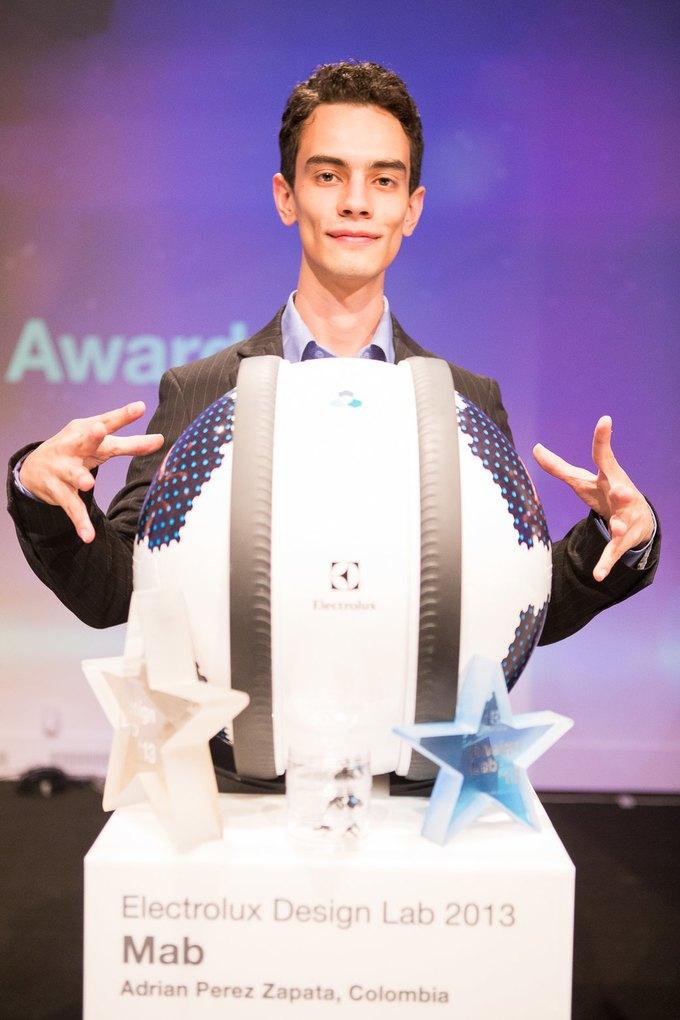 Победитель конкурса 2013 года — колумбиец Эдриан Перез Запата с проектом роя роботов-чистильщиков MAB. Изображение № 1.