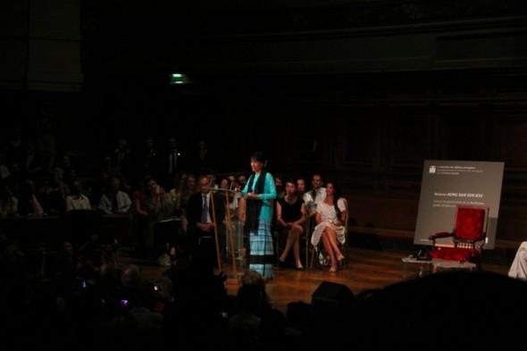 Встреча с Аун Сан Су Чжи. Изображение № 6.