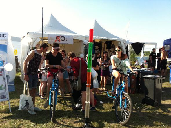 Велосипеды здесь не только средство передвижения, но и инструмент выработки энергии, с помощью которой иногда проводят и небольшие вечеринки. Изображение № 46.