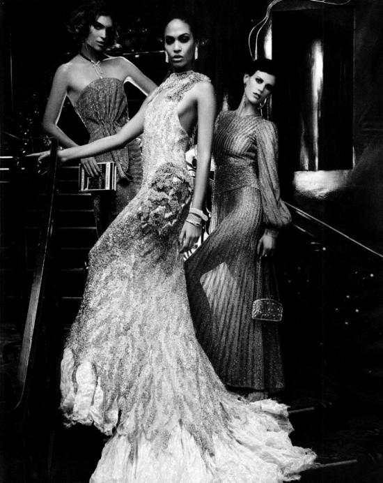 Сьемка: Саския де Брау, Джоан Смоллс и Аризона Мьюз в Harper's Bazaar. Изображение № 2.